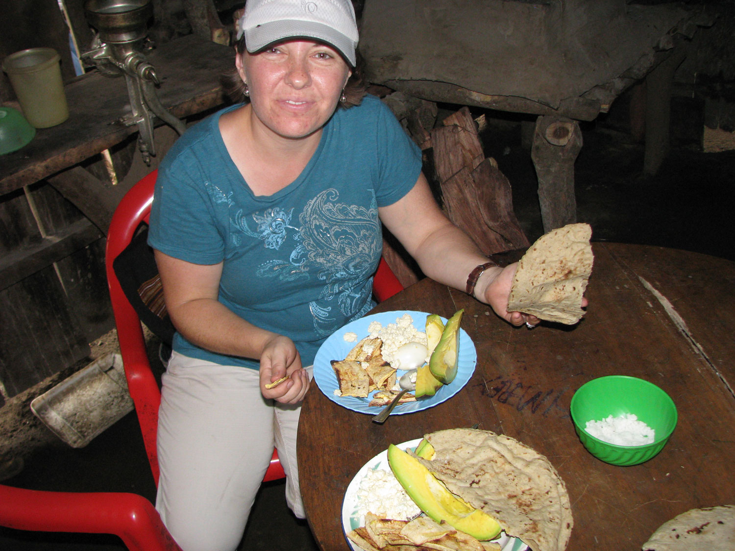 The community members prepared a feast of plantains, tortillas, huevos, and avacados for us.